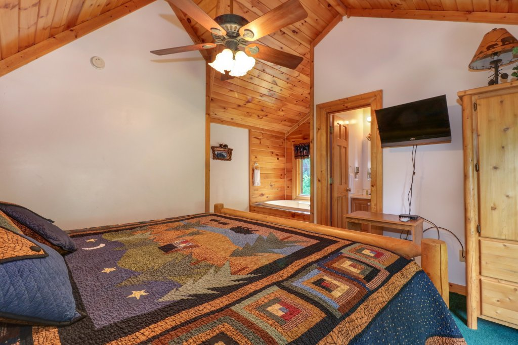 Photo of a Sevierville Cabin named Altitude Adjustment - This is the twenty-eighth photo in the set.