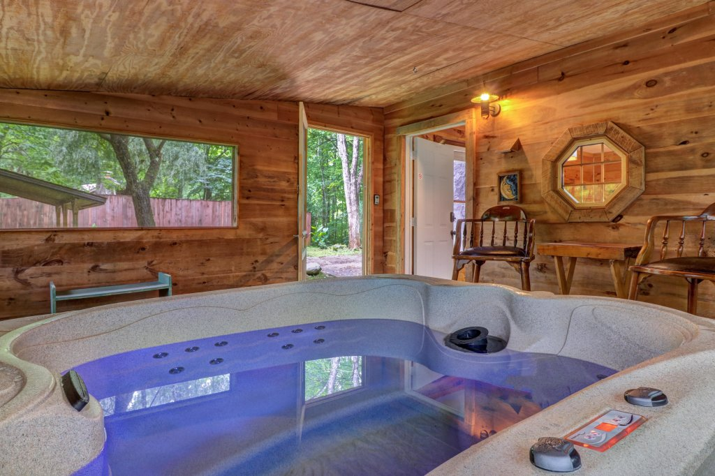Photo of a Gatlinburg Cabin named Crescent Moon - This is the second photo in the set.