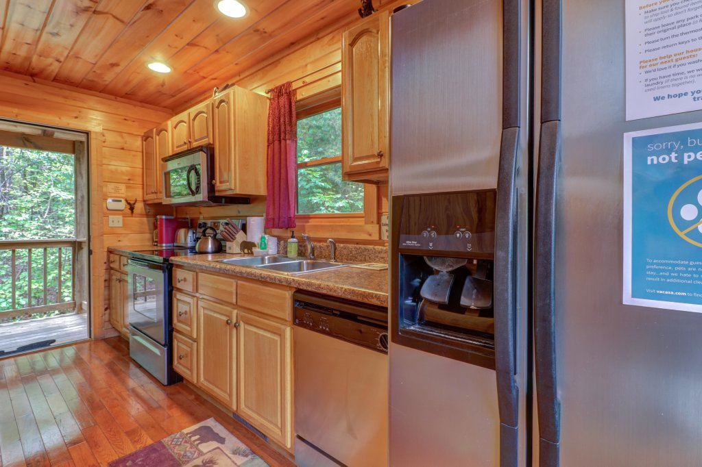 Photo of a Pigeon Forge Cabin named Skinny Dippin - This is the twenty-third photo in the set.