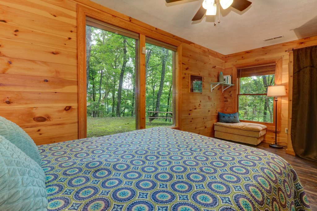 Photo of a Gatlinburg Cabin named Crescent Moon - This is the eighteenth photo in the set.