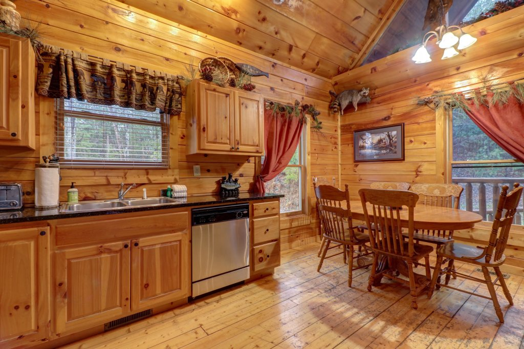Photo of a Gatlinburg Cabin named Hillybill's Hideout - This is the fourteenth photo in the set.