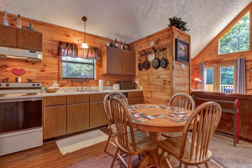 Photo of a Pigeon Forge Cabin named Cozy Bear Cabin - This is the thirteenth photo in the set.