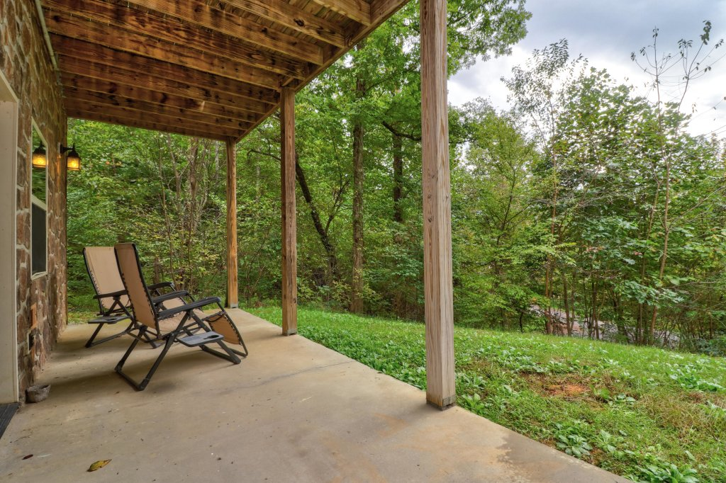 Photo of a Pigeon Forge Cabin named Skinny Dippin - This is the forty-second photo in the set.