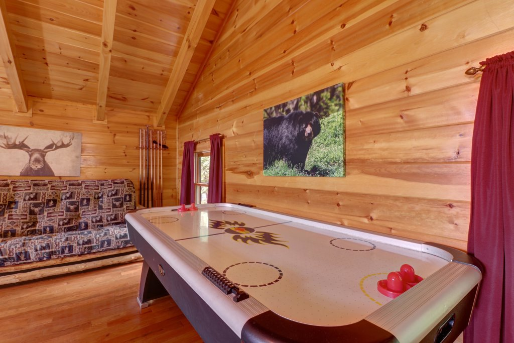 Photo of a Pigeon Forge Cabin named Skinny Dippin - This is the twenty-second photo in the set.