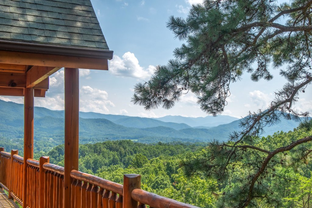 Photo of a Sevierville Cabin named Soaring Vista Cabin - This is the forty-ninth photo in the set.