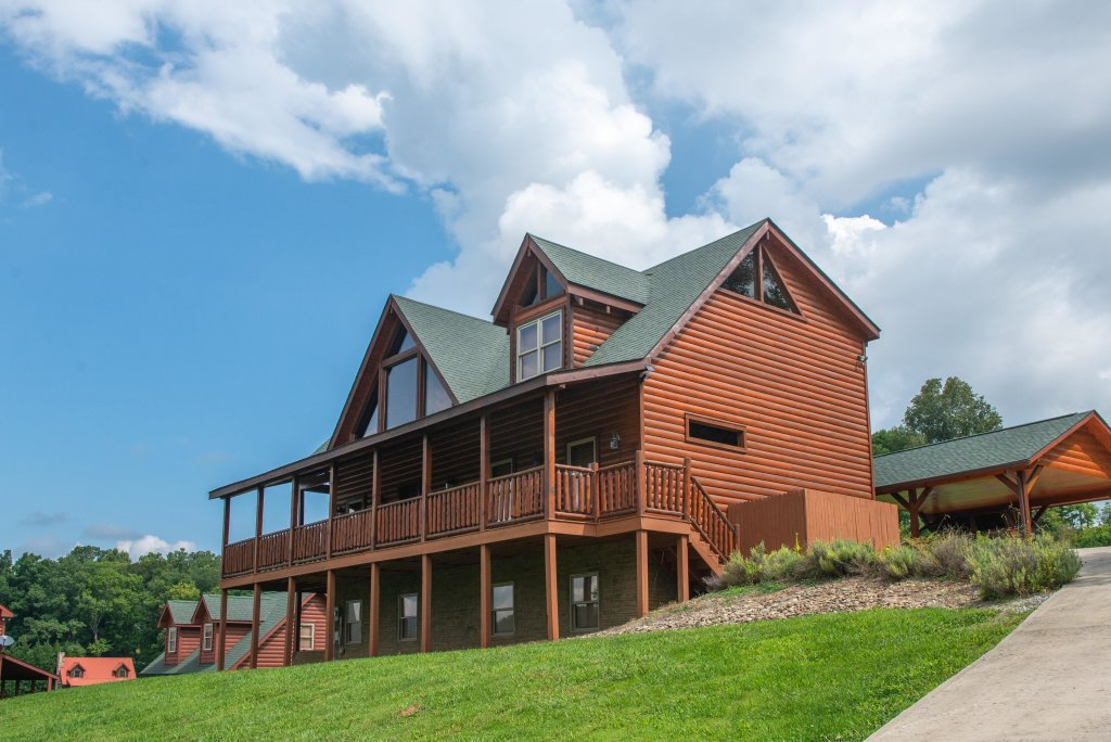 Photo of a Sevierville Cabin named Bear Valley Lodge - This is the fourth photo in the set.
