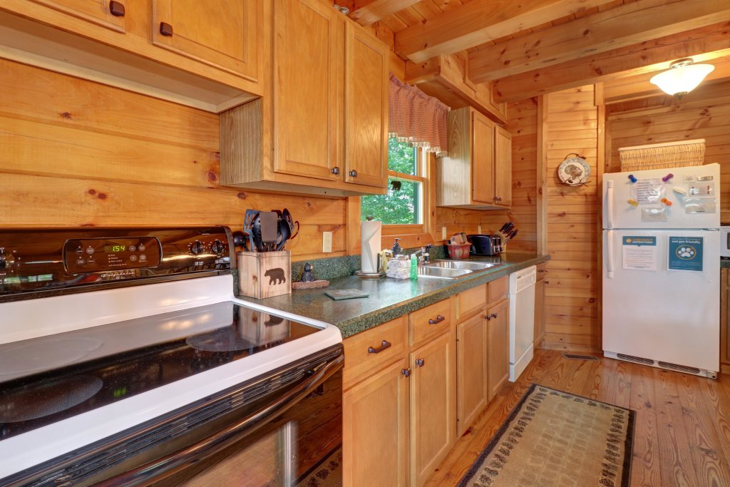 Photo of a Sevierville Cabin named Evergreen - This is the second photo in the set.