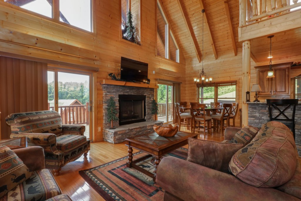 Photo of a Sevierville Cabin named Bear Valley Lodge - This is the second photo in the set.