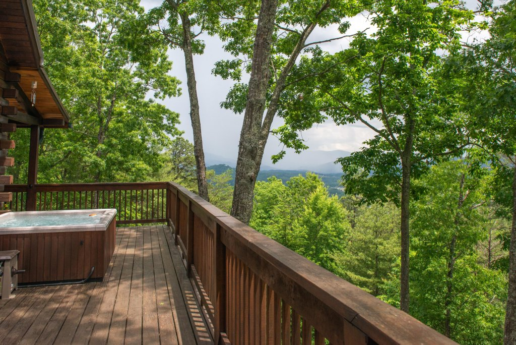 Photo of a Sevierville Cabin named Evergreen - This is the thirty-fourth photo in the set.