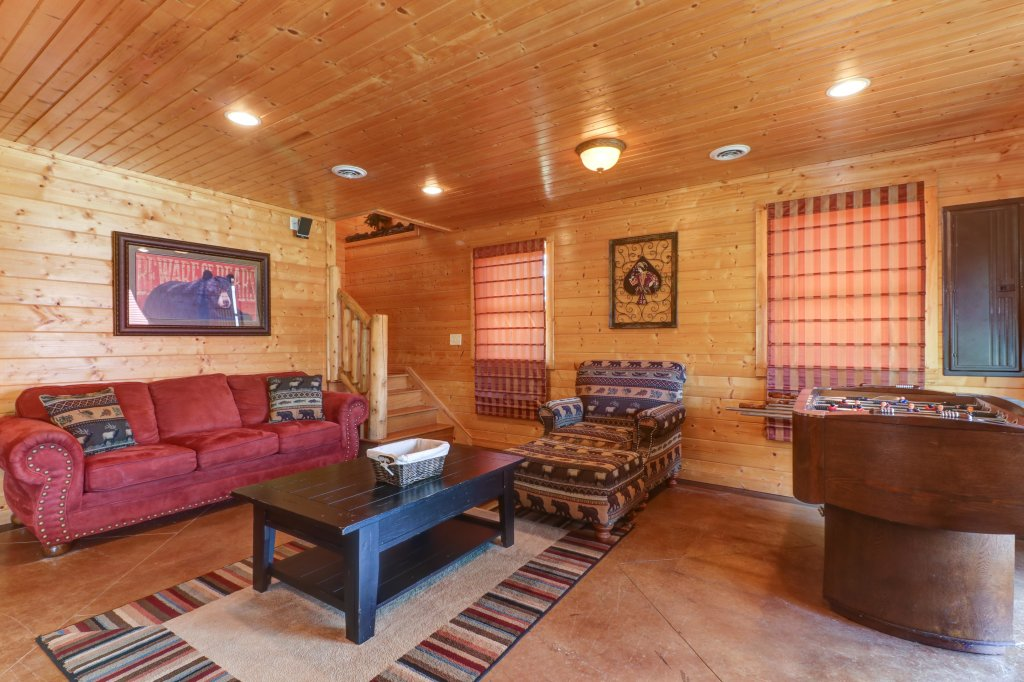 Photo of a Sevierville Cabin named Bear Valley Lodge - This is the twenty-seventh photo in the set.