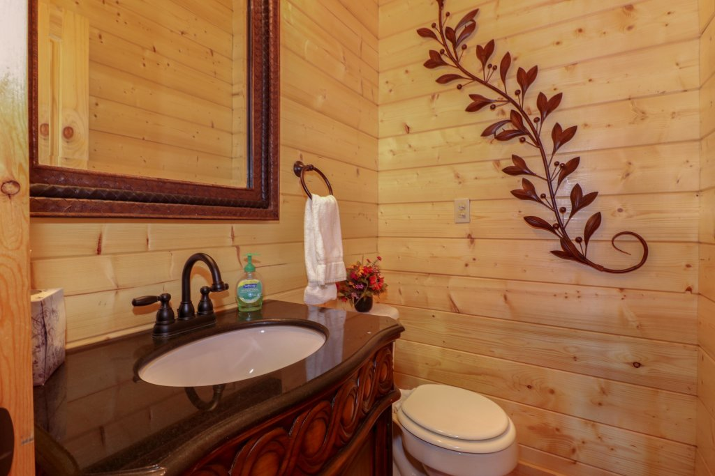 Photo of a Sevierville Cabin named Bear Valley Lodge - This is the seventeenth photo in the set.