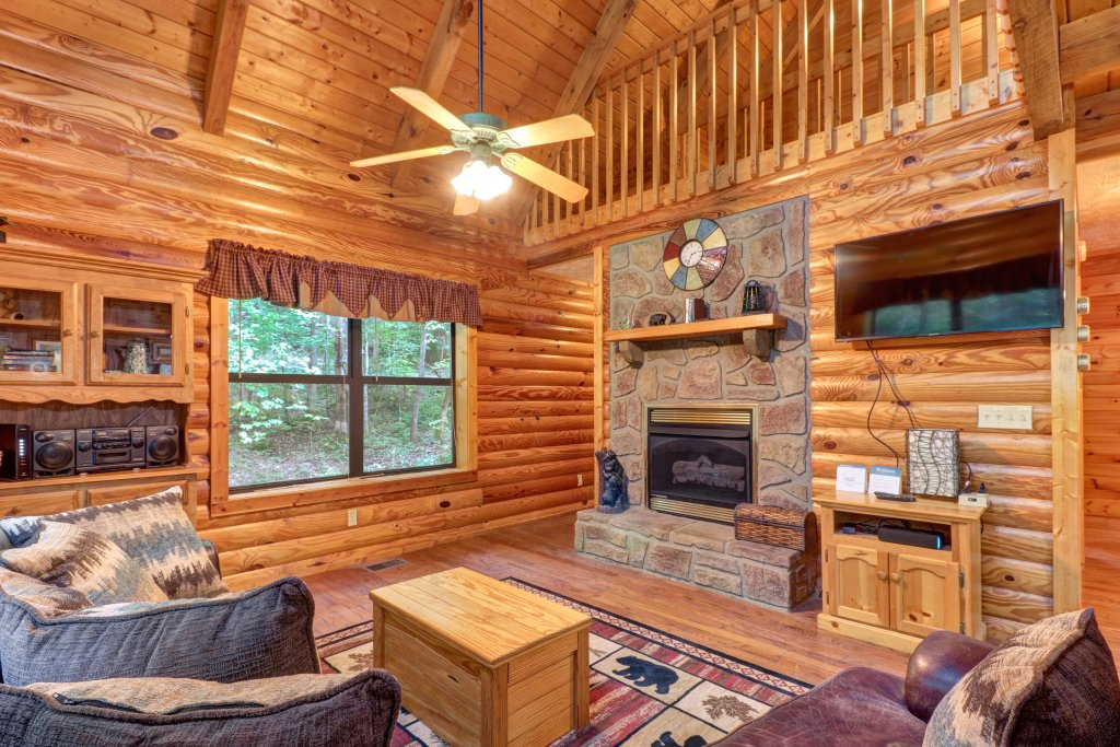 Photo of a Sevierville Cabin named Friendly Bear Cabin - This is the second photo in the set.