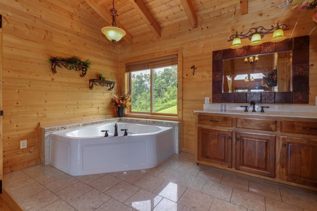 Photo of a Sevierville Cabin named Bear Valley Lodge - This is the thirteenth photo in the set.