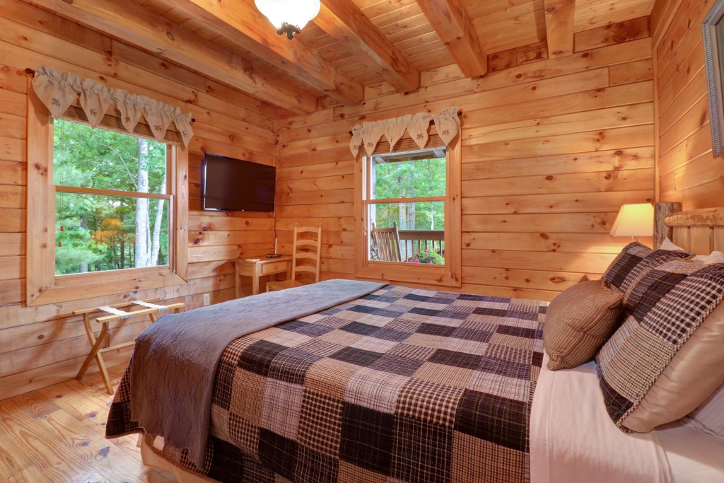 Photo of a Sevierville Cabin named Evergreen - This is the eleventh photo in the set.