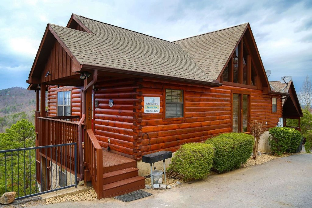 Photo of a Pigeon Forge Cabin named Falcons View - This is the first photo in the set.