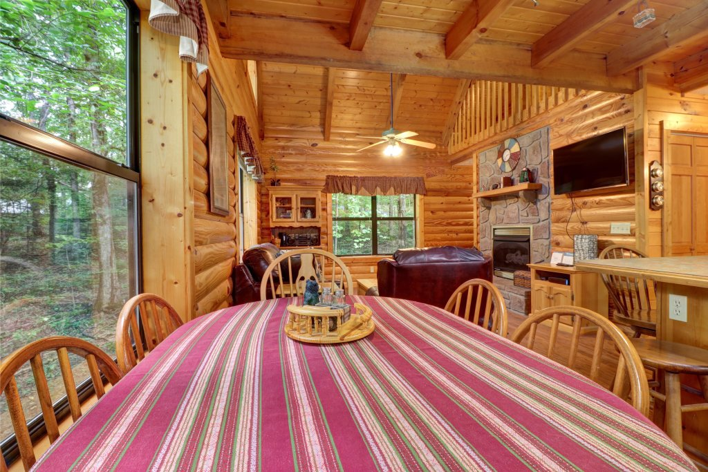 Photo of a Sevierville Cabin named Friendly Bear Cabin - This is the seventh photo in the set.