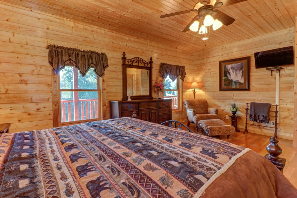 Photo of a Sevierville Cabin named Bear Valley Lodge - This is the thirtieth photo in the set.