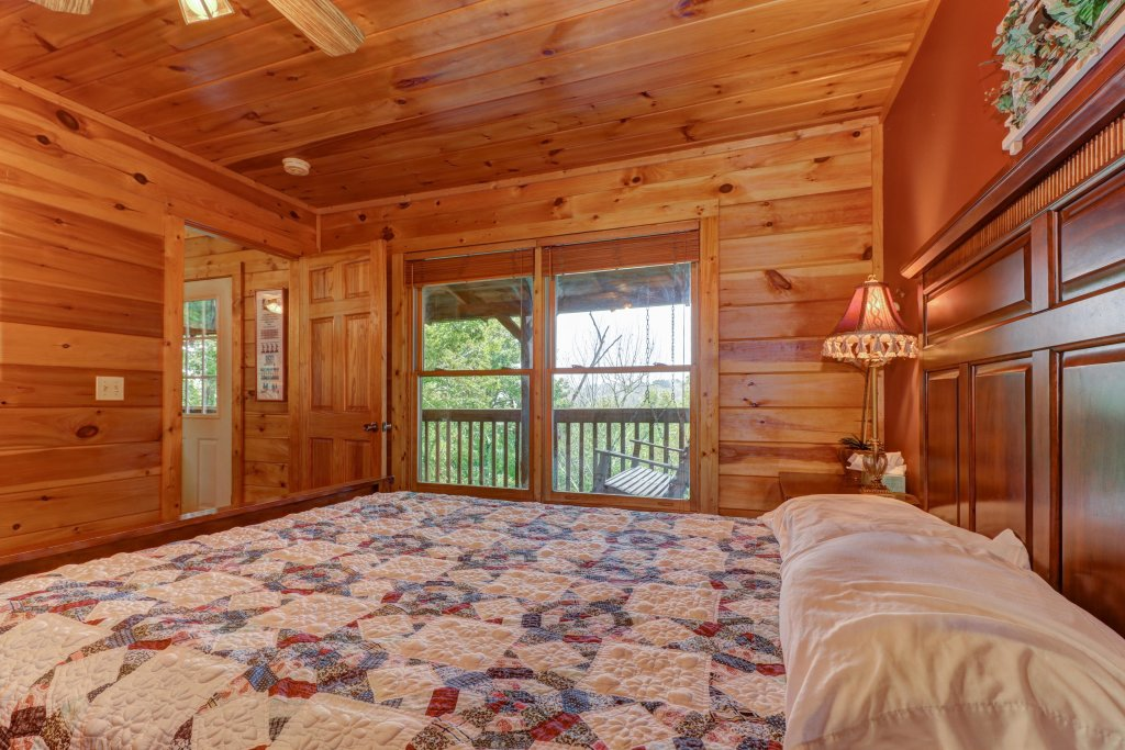 Photo of a Pigeon Forge Cabin named 20/20 View - This is the twenty-fourth photo in the set.