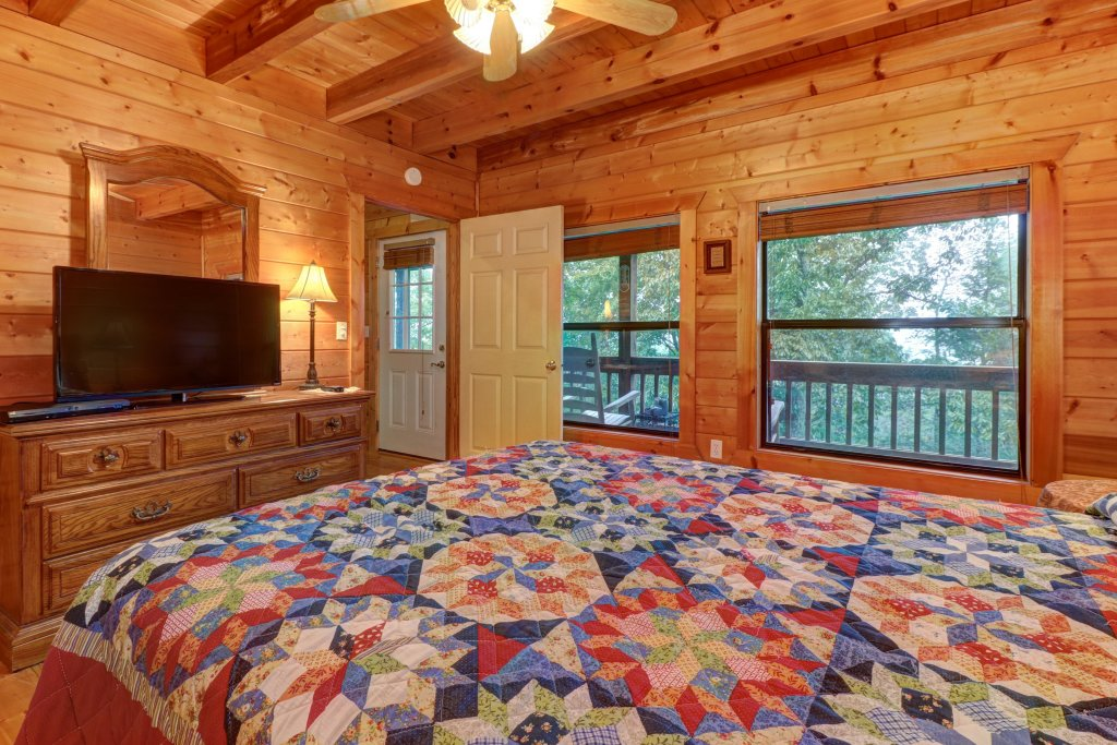 Photo of a Pigeon Forge Cabin named Cloud 9 - This is the seventh photo in the set.