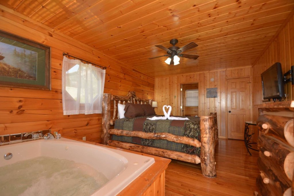 Photo of a Pigeon Forge Cabin named Falcons View - This is the fourth photo in the set.