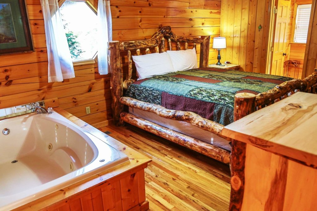 Photo of a Pigeon Forge Cabin named Falcons View - This is the thirtieth photo in the set.