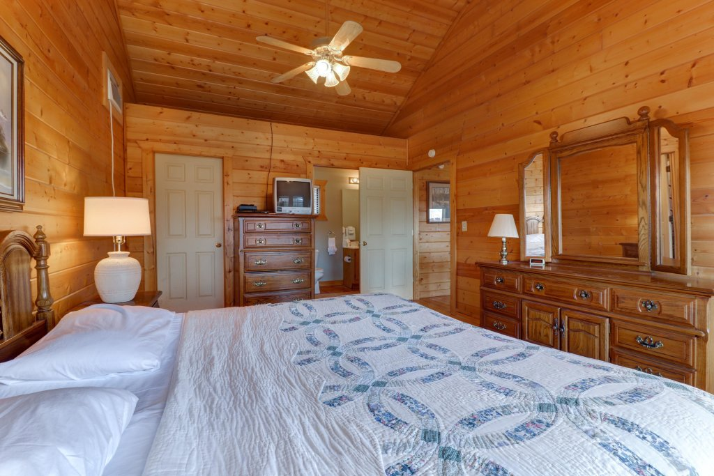 Photo of a Pigeon Forge Cabin named Cloud 9 - This is the thirty-third photo in the set.