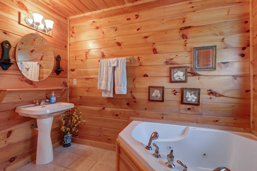 Photo of a Pigeon Forge Cabin named 20/20 View - This is the thirteenth photo in the set.
