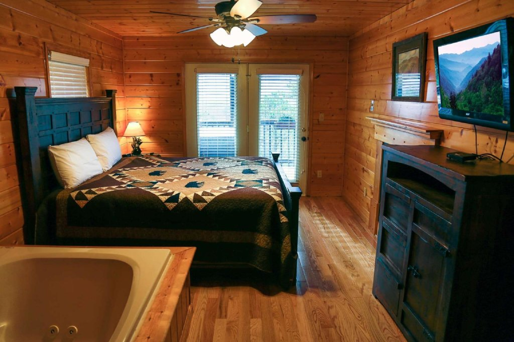 Photo of a Pigeon Forge Cabin named Falcons View - This is the seventh photo in the set.