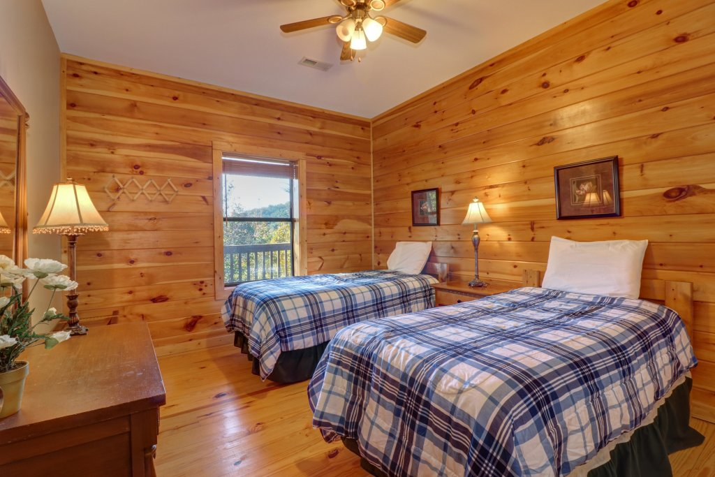 Photo of a Pigeon Forge Cabin named 20/20 View - This is the forty-second photo in the set.