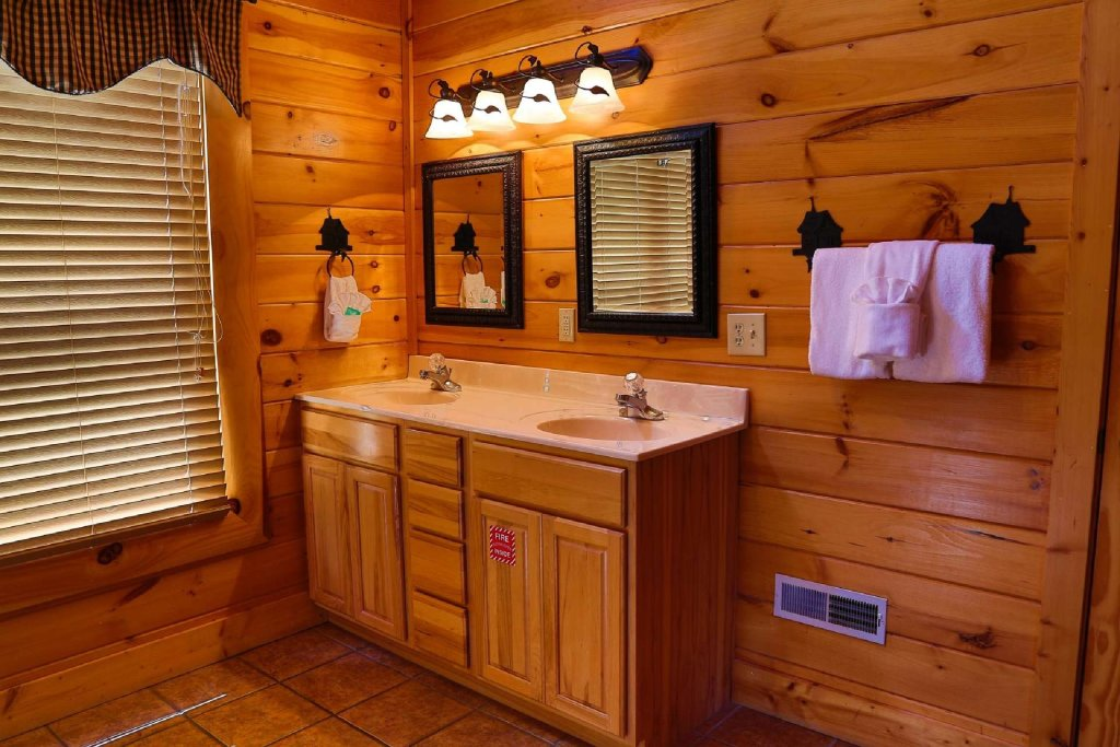 Photo of a Pigeon Forge Cabin named Southern Sky - This is the twenty-fourth photo in the set.