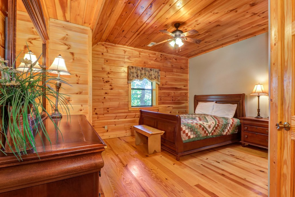 Photo of a Pigeon Forge Cabin named 20/20 View - This is the thirty-ninth photo in the set.