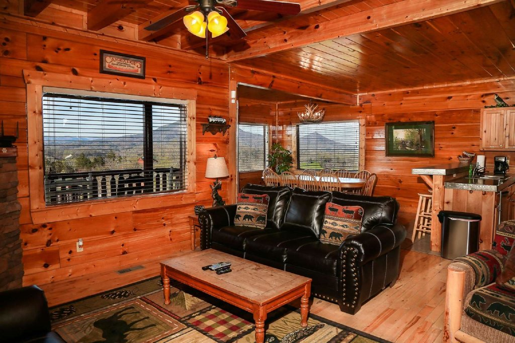 Photo of a Gatlinburg Cabin named Falcons Nest - This is the third photo in the set.