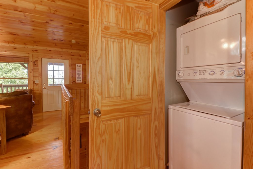 Photo of a Pigeon Forge Cabin named 20/20 View - This is the seventeenth photo in the set.