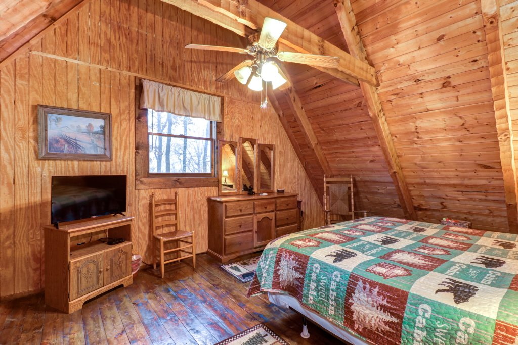 Photo of a Gatlinburg Cabin named Peaceful Pines - This is the twenty-first photo in the set.