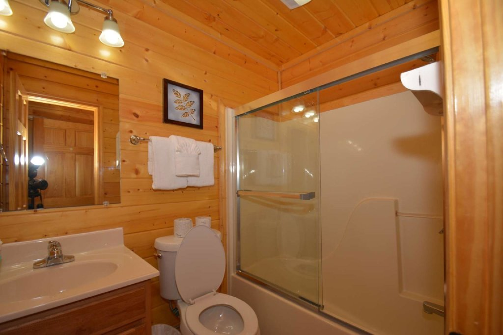 Photo of a Pigeon Forge Cabin named Falcons View - This is the twenty-first photo in the set.