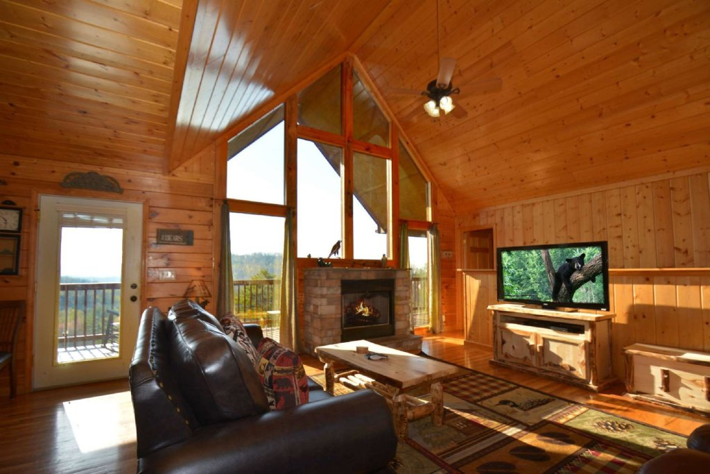 Photo of a Pigeon Forge Cabin named Falcons View - This is the fourteenth photo in the set.