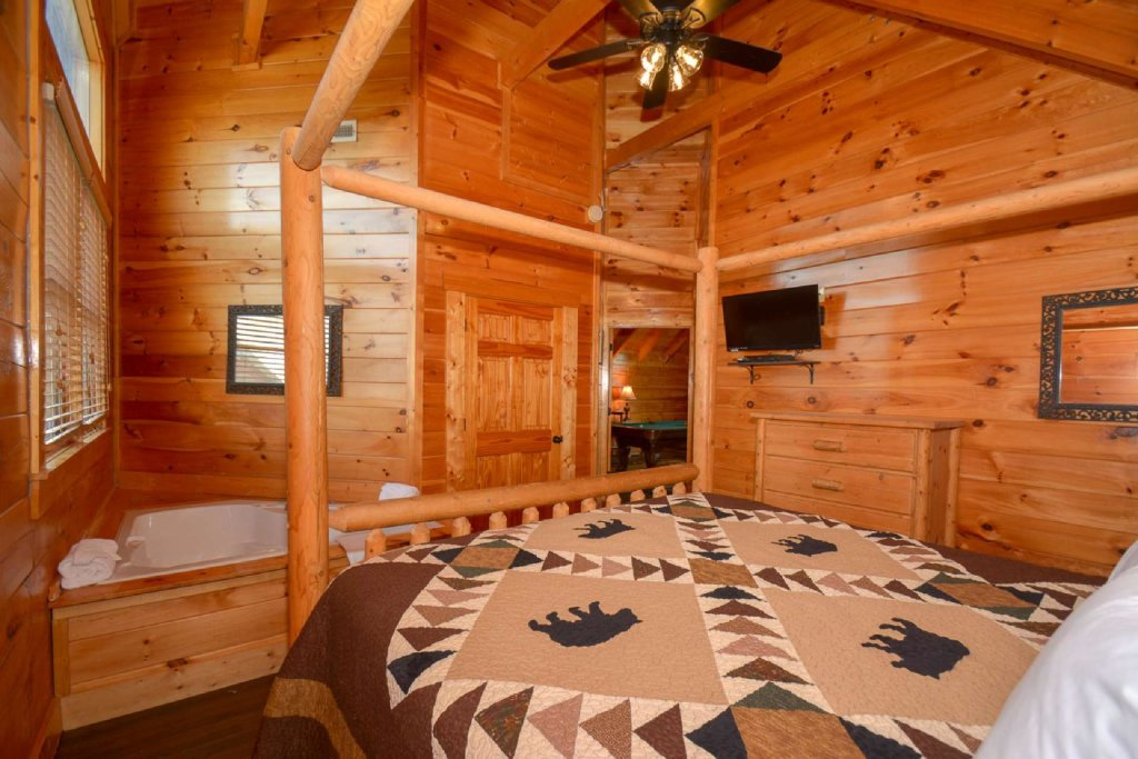Photo of a Gatlinburg Cabin named Falcons Nest - This is the eleventh photo in the set.