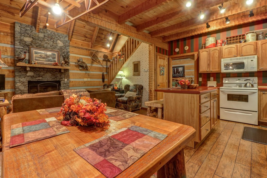 Photo of a Sevierville Cabin named Creekside - This is the eighth photo in the set.