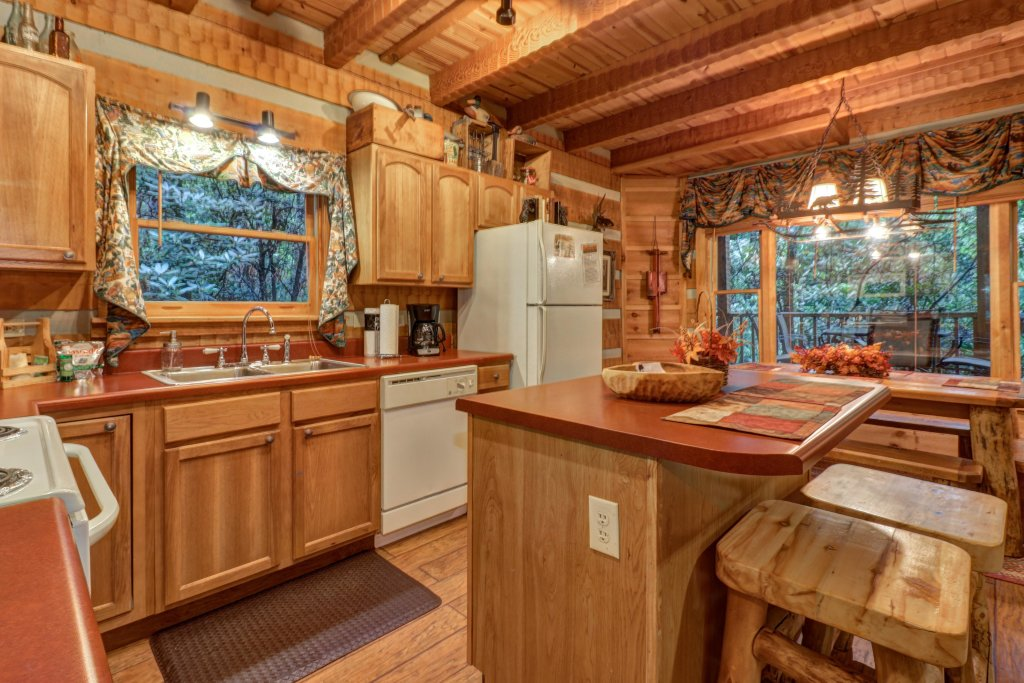 Photo of a Sevierville Cabin named Creekside - This is the tenth photo in the set.