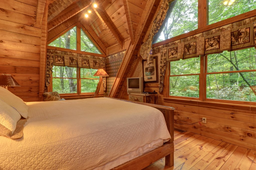 Photo of a Sevierville Cabin named Creekside - This is the twenty-second photo in the set.