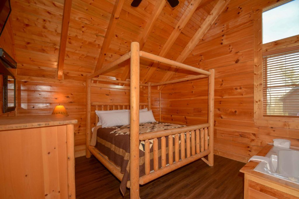 Photo of a Gatlinburg Cabin named Falcons Nest - This is the fourteenth photo in the set.