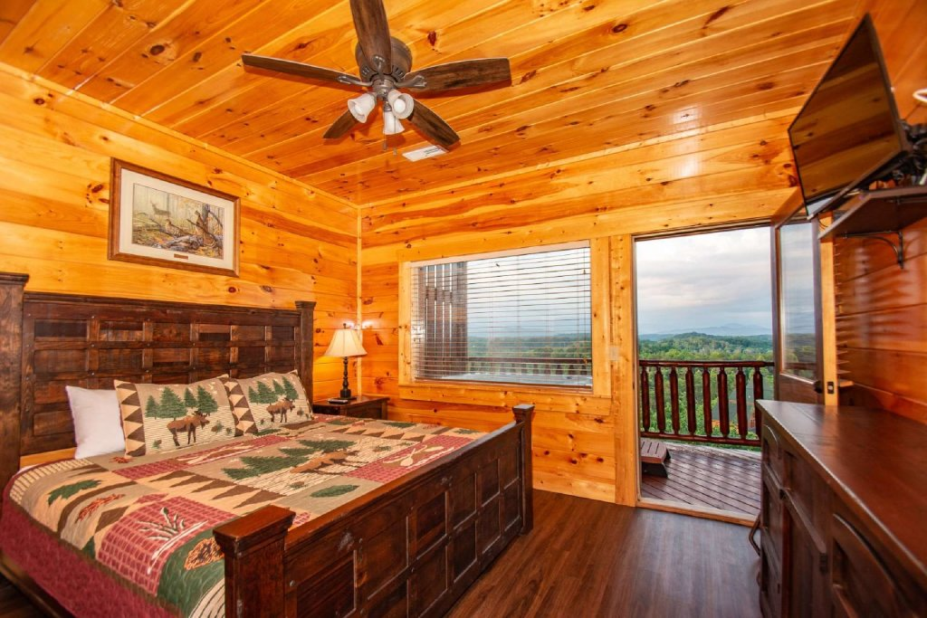 Photo of a Gatlinburg Cabin named Falcons Nest - This is the fifteenth photo in the set.