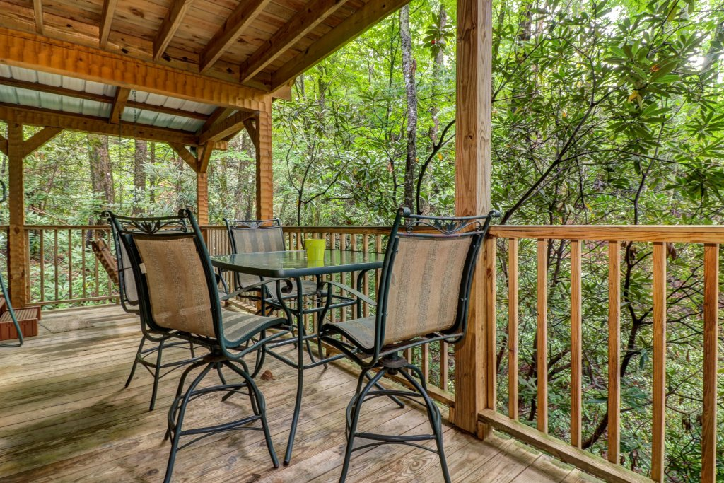 Photo of a Sevierville Cabin named Creekside - This is the second photo in the set.