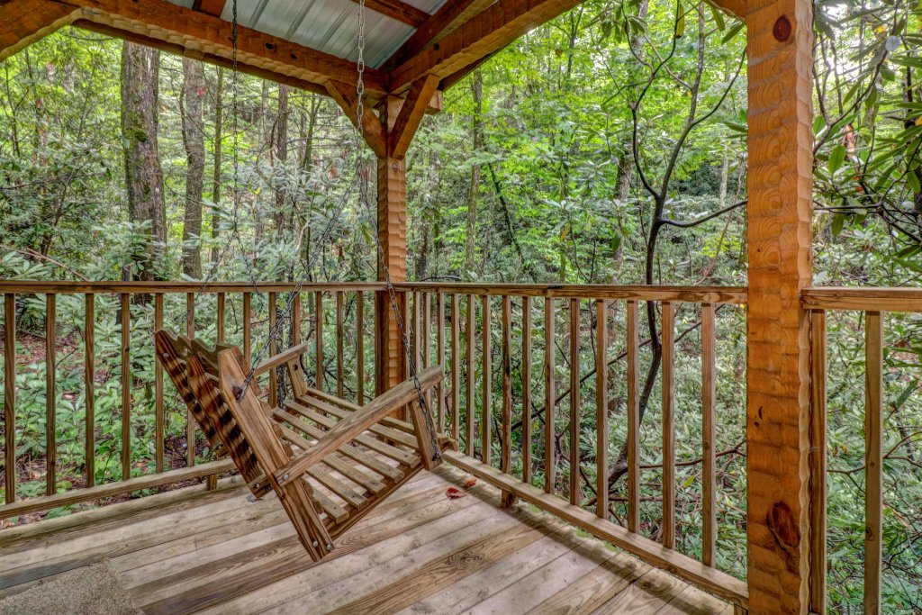 Photo of a Sevierville Cabin named Creekside - This is the thirty-fourth photo in the set.