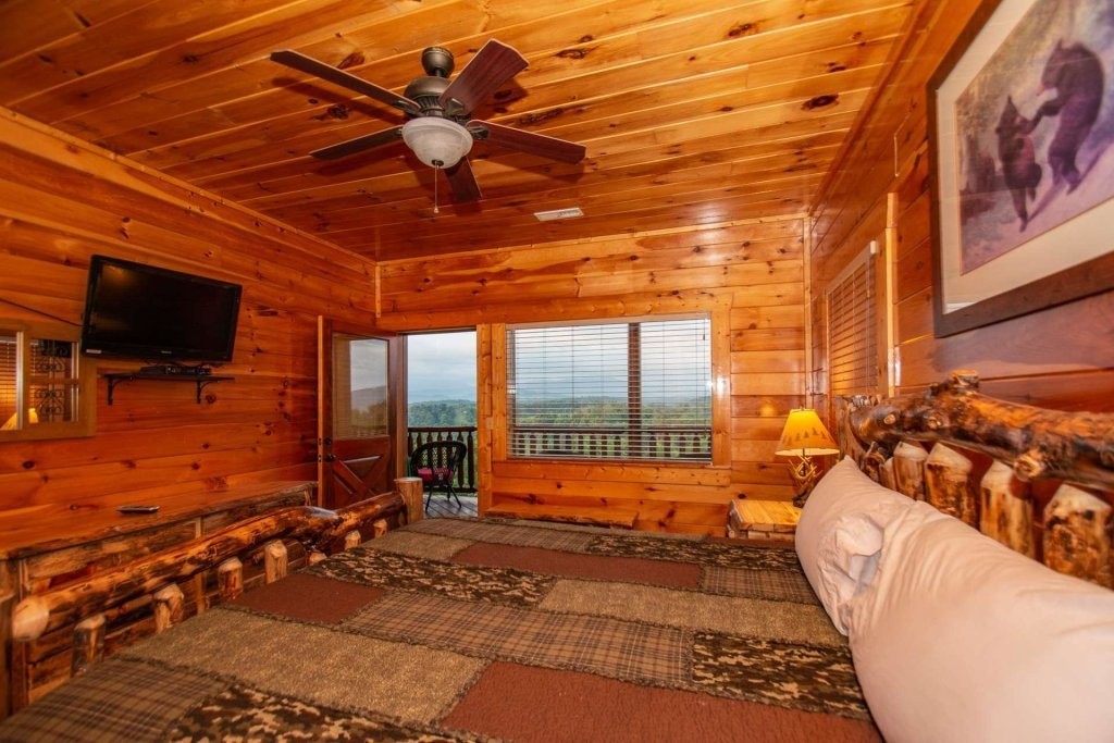 Photo of a Gatlinburg Cabin named Falcons Nest - This is the thirty-first photo in the set.