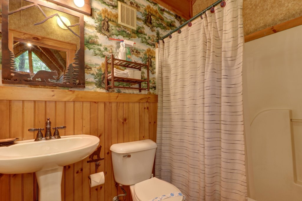 Photo of a Sevierville Cabin named Creekside - This is the twentieth photo in the set.