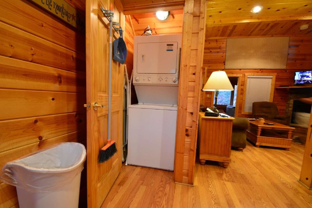 Photo of a Gatlinburg Cabin named Paws And Unwind - This is the fifth photo in the set.