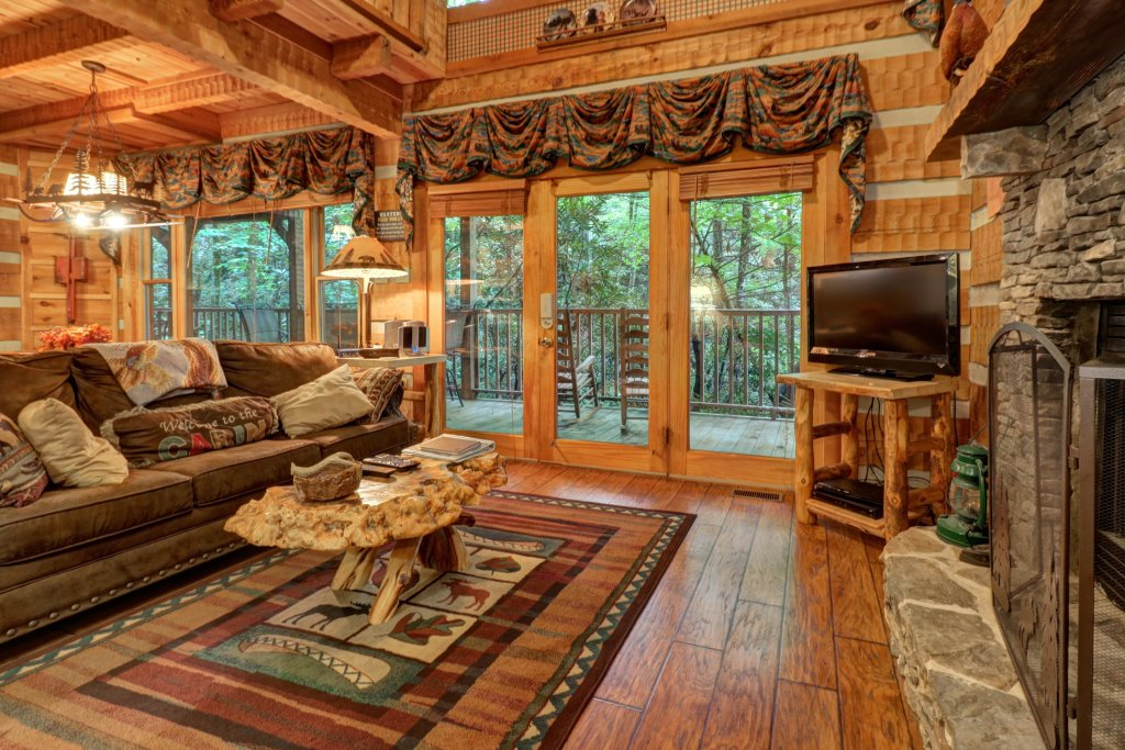 Photo of a Sevierville Cabin named Creekside - This is the twelfth photo in the set.