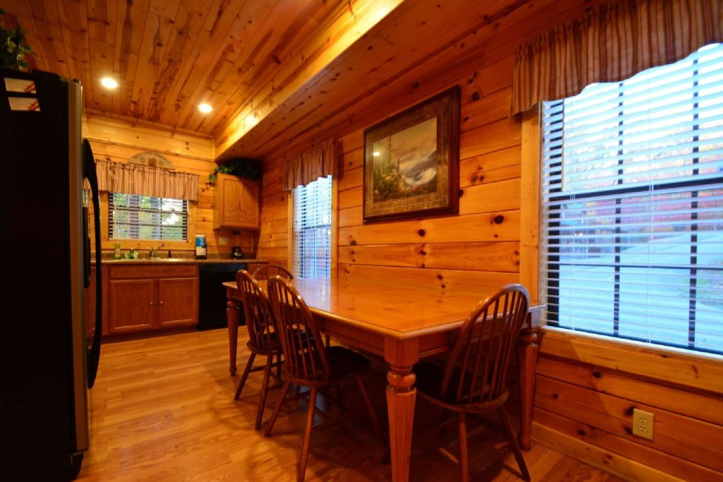 Photo of a Gatlinburg Cabin named Paws And Unwind - This is the eighth photo in the set.