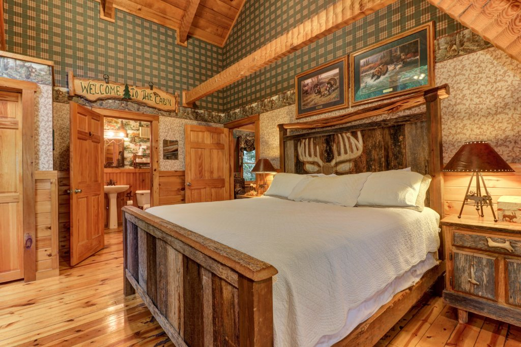 Photo of a Sevierville Cabin named Creekside - This is the eighteenth photo in the set.
